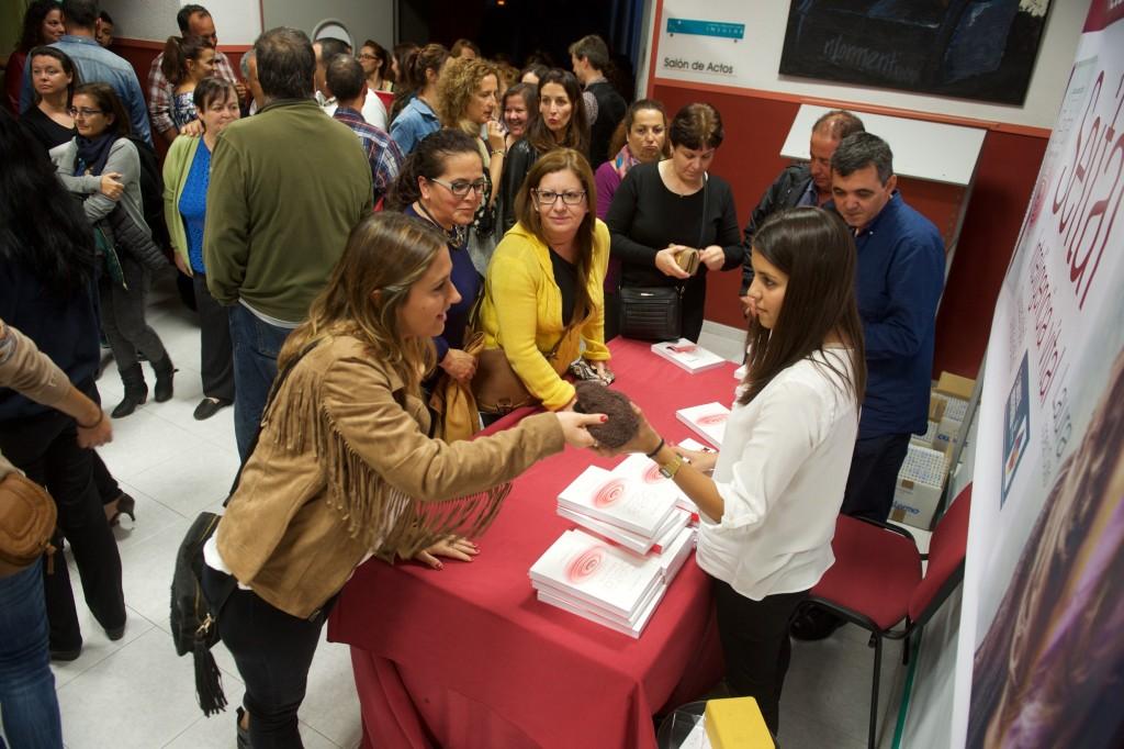 Todos colaboraron para que la firma de libros, la presentación y su exposición en prensa, fuera un éxito.